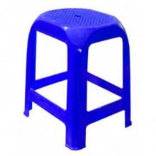 taburet plastikovyi sinij 220x220 Садовые столы и кресла из ротанга – азиатская «изюминка» в дачном интерьере